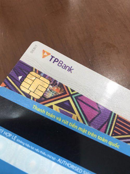 Thẻ ATM làm bằng chất liệu gì?